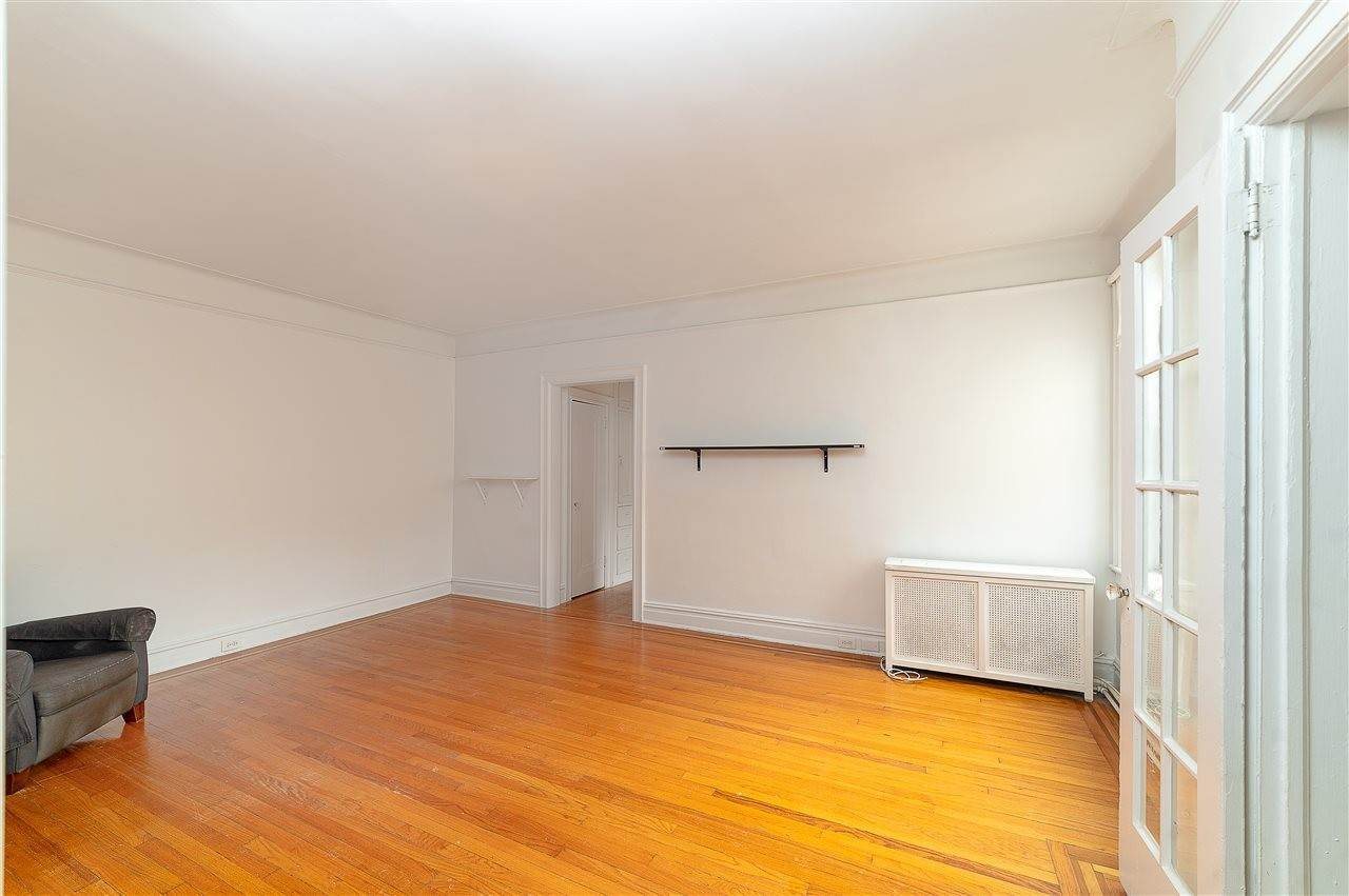 2. Single Family Home for Rent at 131 KENSINGTON AVENUE #E3 Jersey City, New Jersey, 07304 United States
