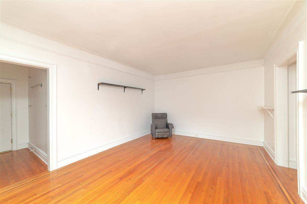 3. Single Family Home for Rent at 131 KENSINGTON AVENUE #E3 Jersey City, New Jersey, 07304 United States