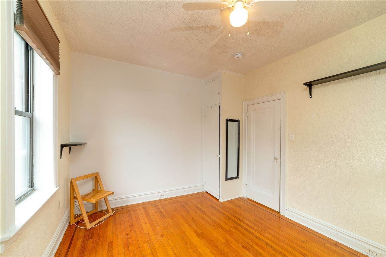 6. Single Family Home for Rent at 131 KENSINGTON AVENUE #E3 Jersey City, New Jersey, 07304 United States