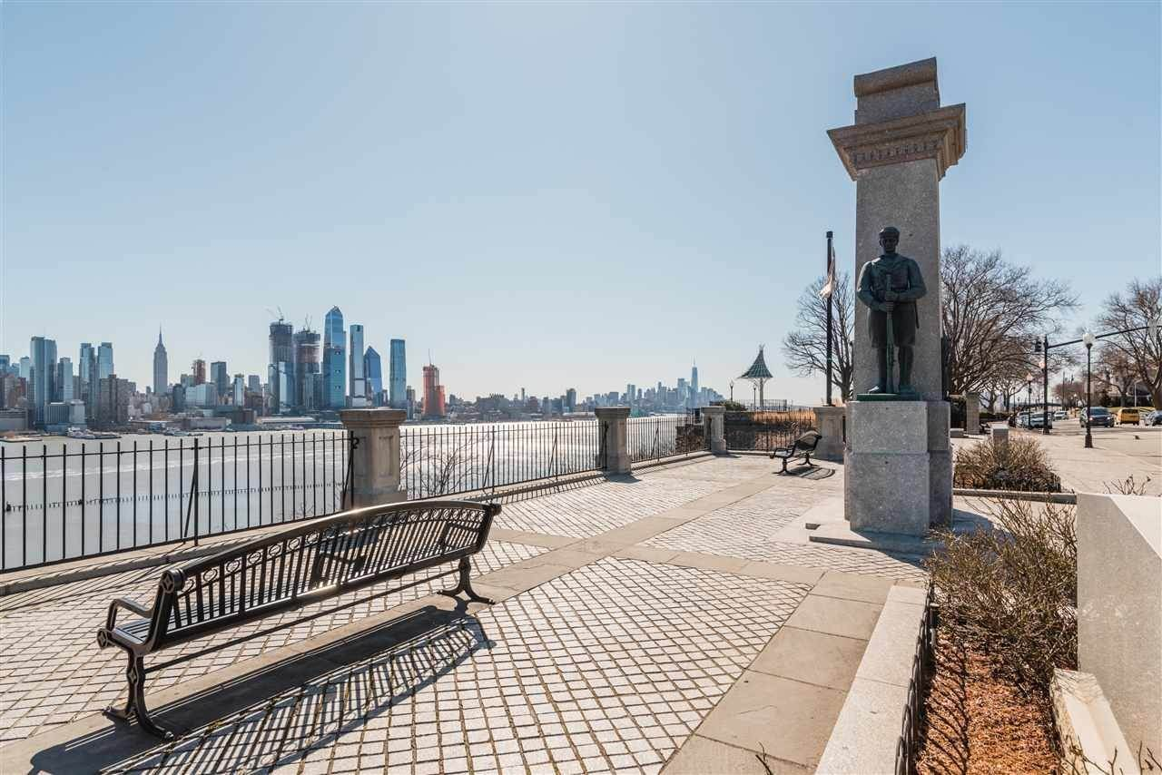 16. Condominium for Rent at 851 BOULEVARD EAST #D2 Weehawken, New Jersey, 07086 United States