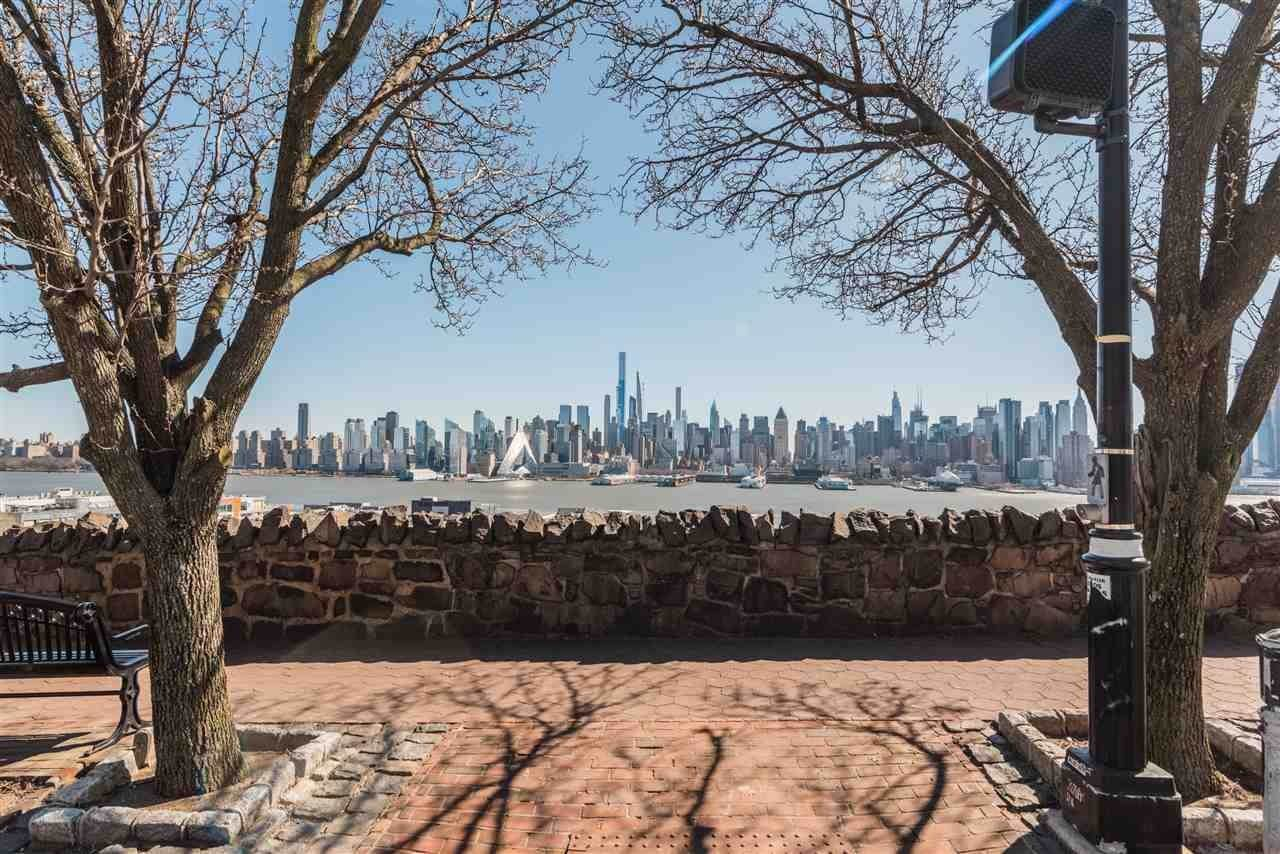 19. Condominium for Rent at 851 BOULEVARD EAST #D2 Weehawken, New Jersey, 07086 United States