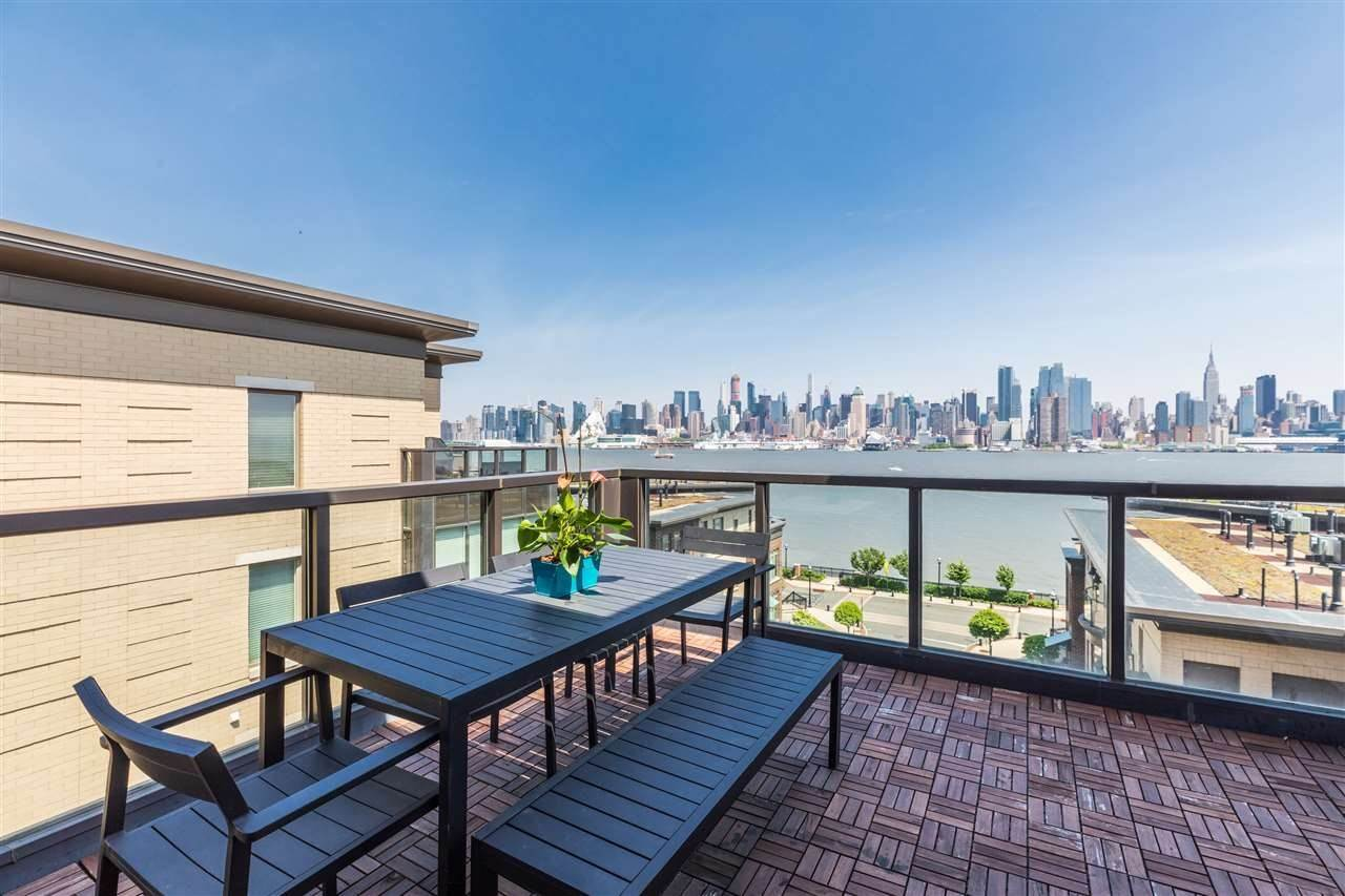 12. Single Family Home for Rent at 50 CAMBRIDGE WAY #50 Weehawken, New Jersey, 07302 United States