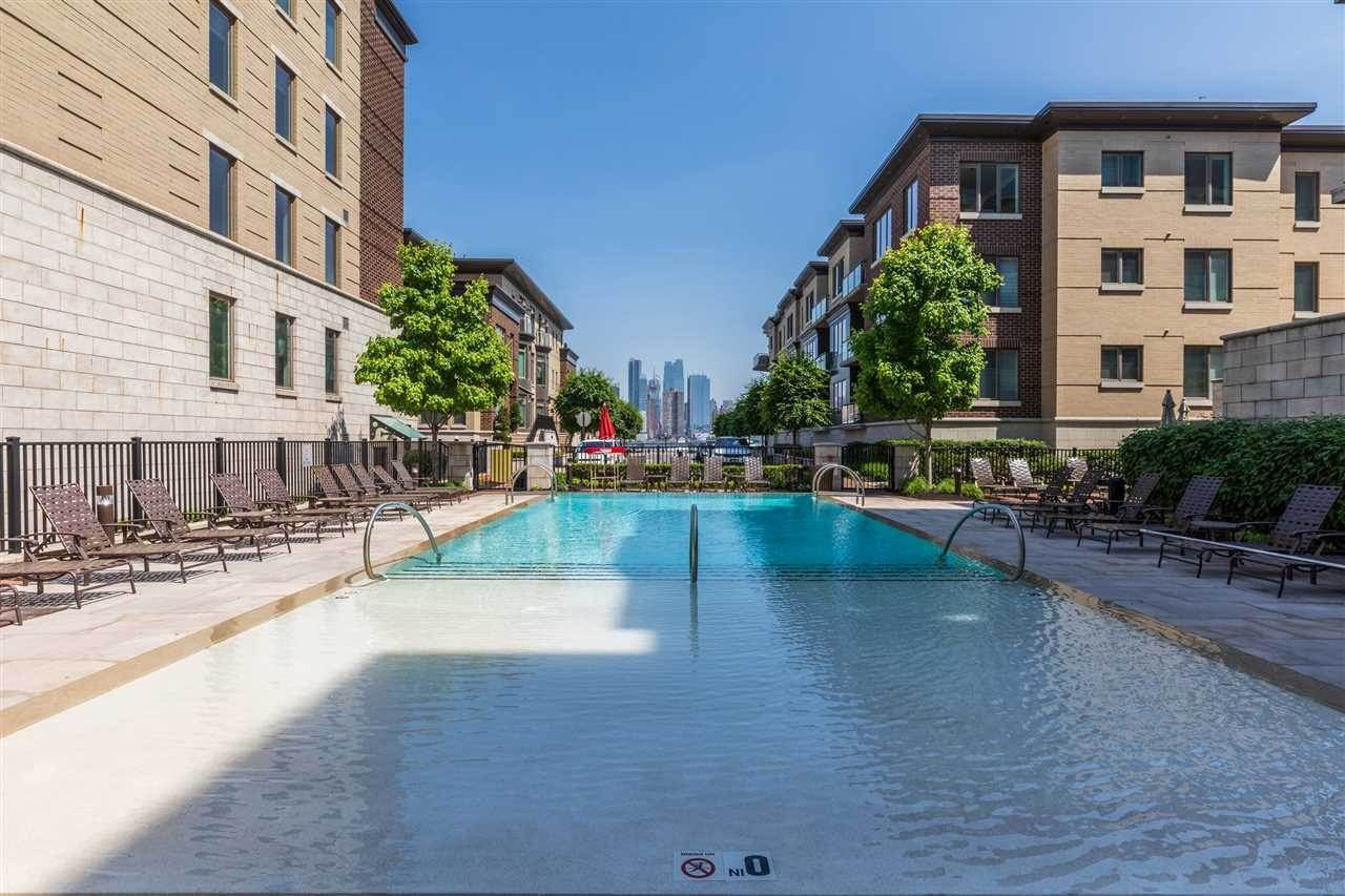 14. Single Family Home for Rent at 50 CAMBRIDGE WAY #50 Weehawken, New Jersey, 07302 United States
