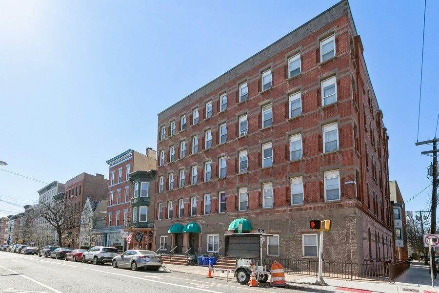 20. Apartments / Flats for Rent at 1036 WILLOW AVENUE #5 Hoboken, New Jersey, 07030 United States
