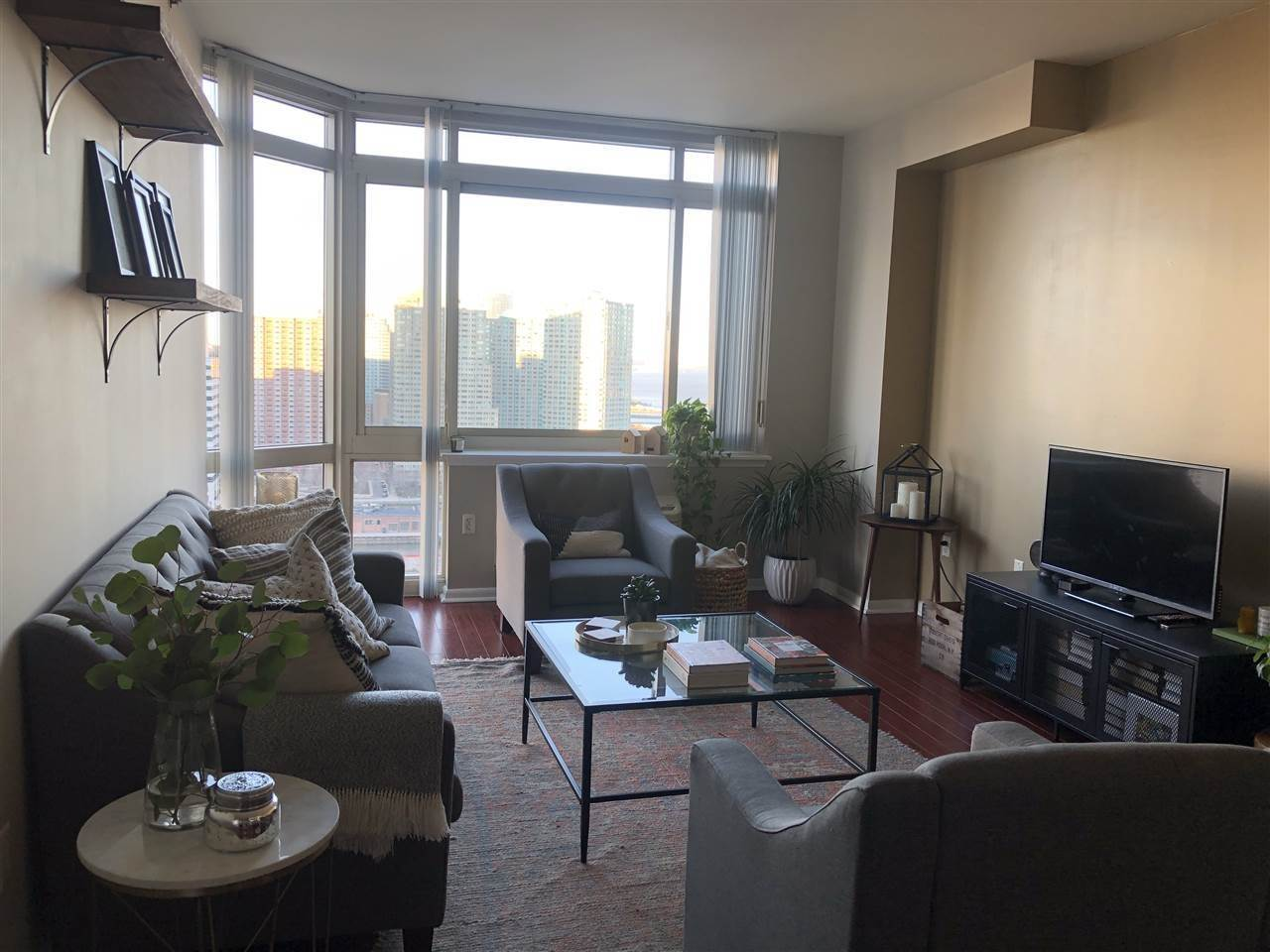 7. Single Family Home for Rent at 20 2ND STREET #PH05 Jersey City, New Jersey, 07302 United States