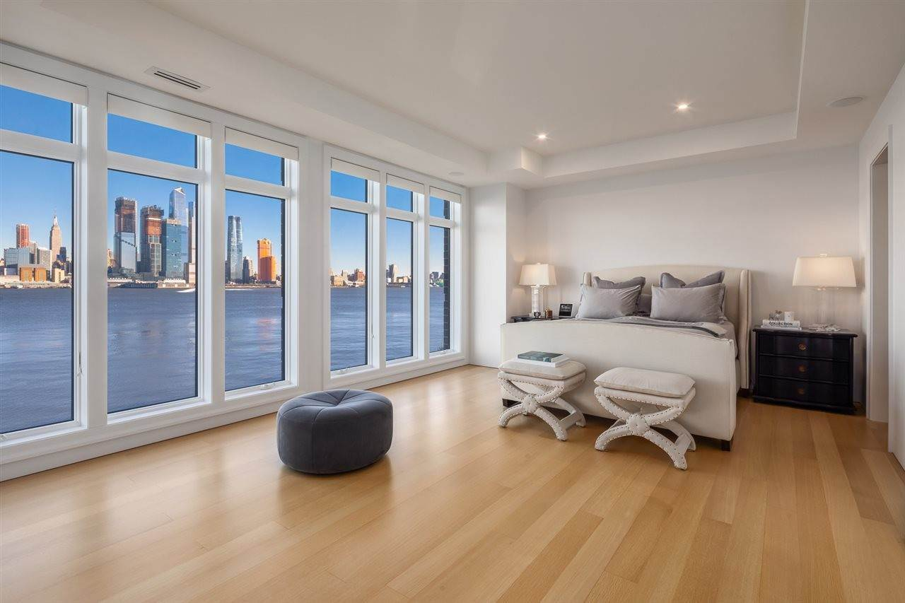 11. Villa/Townhouse for Sale at 12 HENLEY PLACE Weehawken, New Jersey, 07086 United States