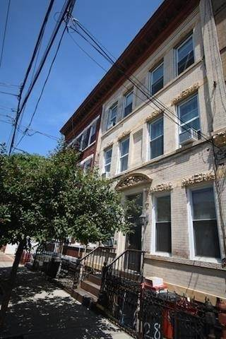 13. Single Family Home for Rent at 310 28TH STREET #4 Union City, New Jersey, 07087 United States