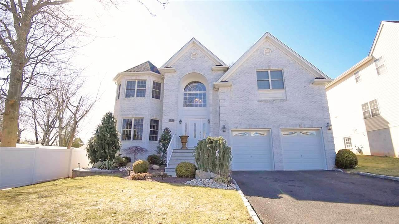Single Family Home pour l Vente à 6 ELIZABETH COURT Woodbridge, New Jersey, 07067 États-Unis