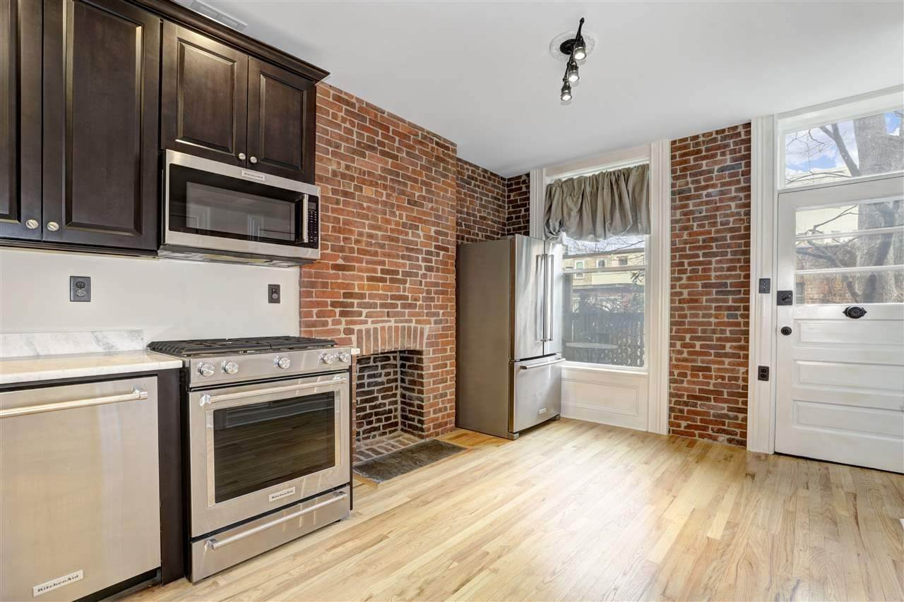 Single Family Home for Rent at 264 3RD STREET #1L Jersey City, New Jersey, 07302 United States