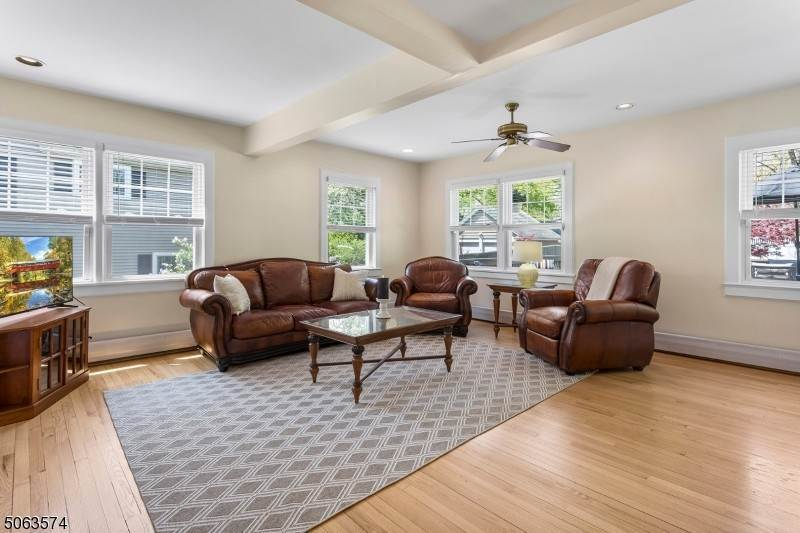 10. Single Family Home for Sale at 136 Effingham Place Westfield, New Jersey, 07090 United States