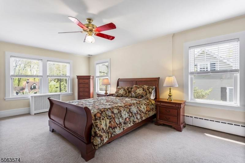 14. Single Family Home for Sale at 136 Effingham Place Westfield, New Jersey, 07090 United States