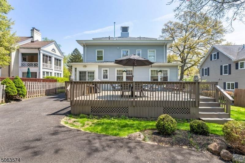 22. Single Family Home for Sale at 136 Effingham Place Westfield, New Jersey, 07090 United States