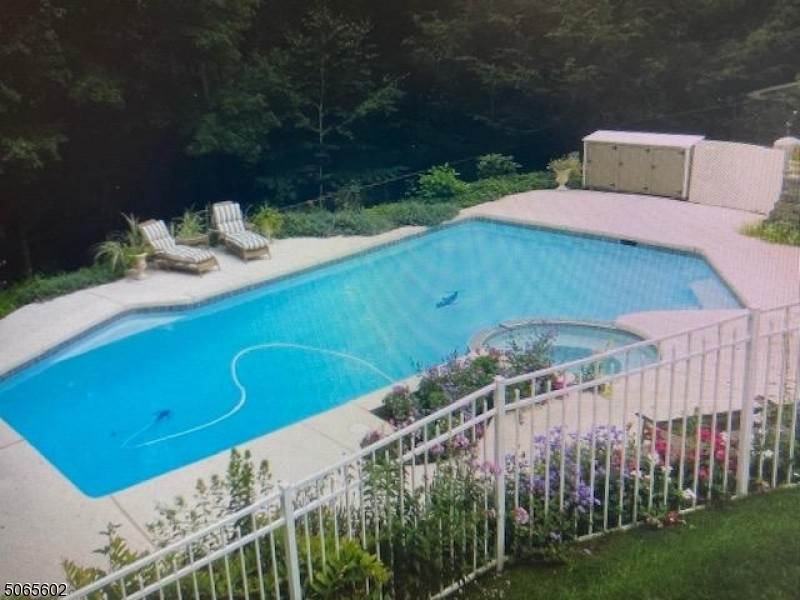 3. Single Family Home for Sale at 4 Glenview Lane Vernon, New Jersey, 07461 United States