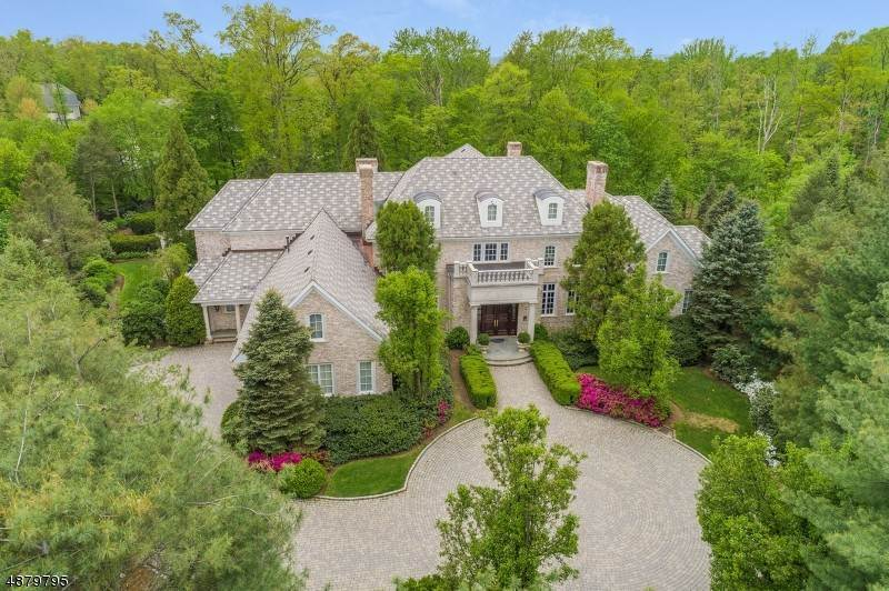 Single Family Home for Sale at 16 GRASMERE COURT Livingston, New Jersey, 07039 United States