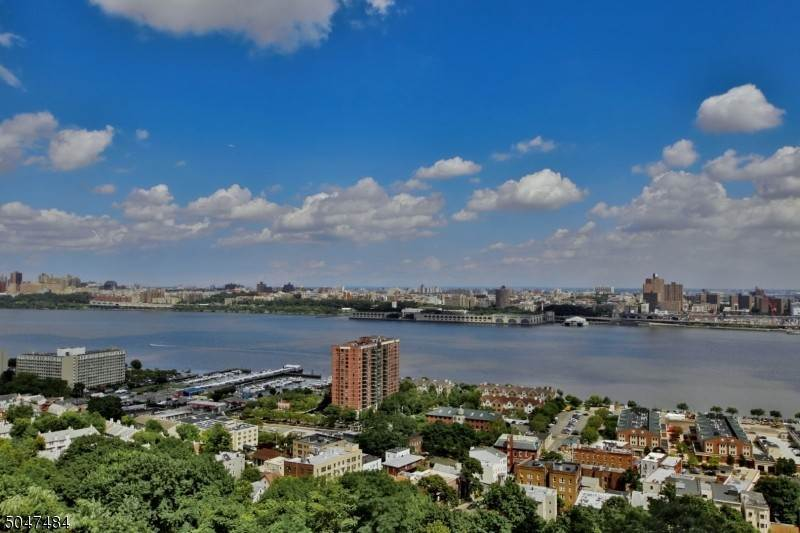Condominium for Sale at 100 CARLYLE DRIVE-CN17K #17JK Cliffside Park, New Jersey, 07010 United States