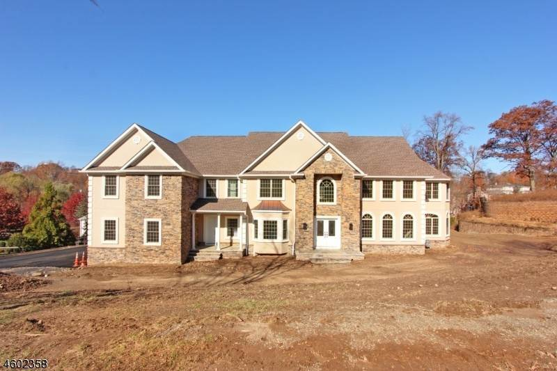 Single Family Home for Sale at 10 Ledgewood COURT Cedar Grove, New Jersey, 07009 United States