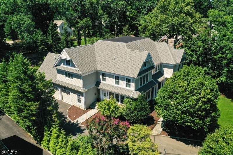 23. Single Family Home for Sale at 111 WHITTREDGE ROAD Summit, New Jersey, 07901 United States