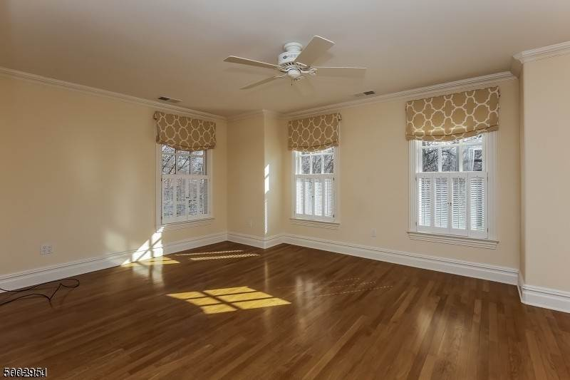 18. Single Family Home for Sale at 111 WHITTREDGE ROAD Summit, New Jersey, 07901 United States
