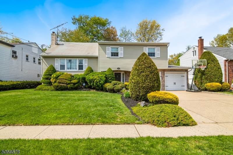 Single Family Home 为 销售 在 568 Winchester Avenue Union Township, 新泽西州, 07083 美国