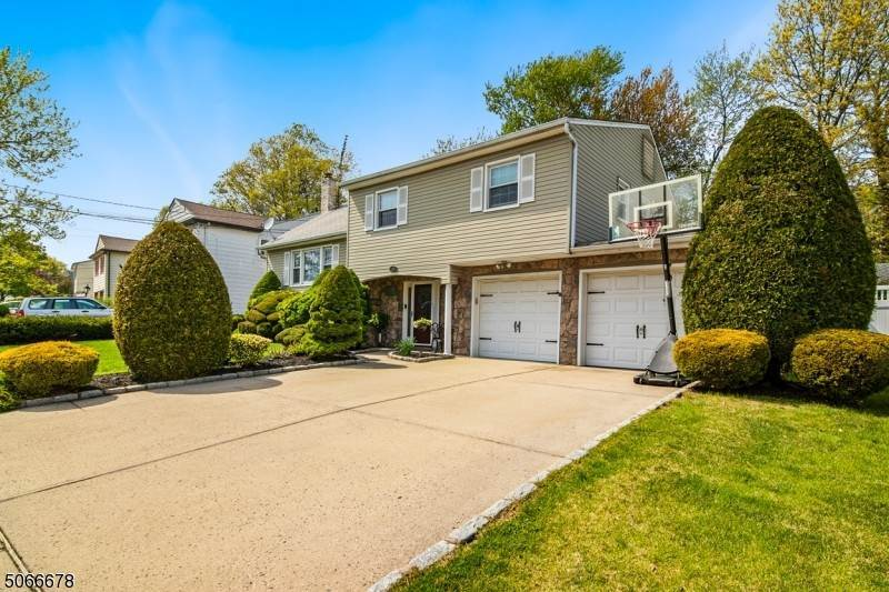2. Single Family Home 为 销售 在 568 Winchester Avenue Union Township, 新泽西州, 07083 美国