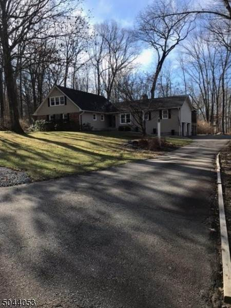 Single Family Home for Sale at 27 Glenbourne Drive Boonton Township, New Jersey, 07005 United States