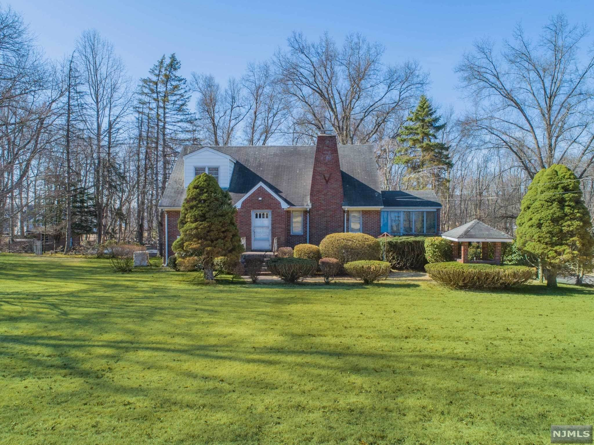Single Family Home for Sale at 570 Franklin Lake Road Franklin Lakes, New Jersey, 07417 United States