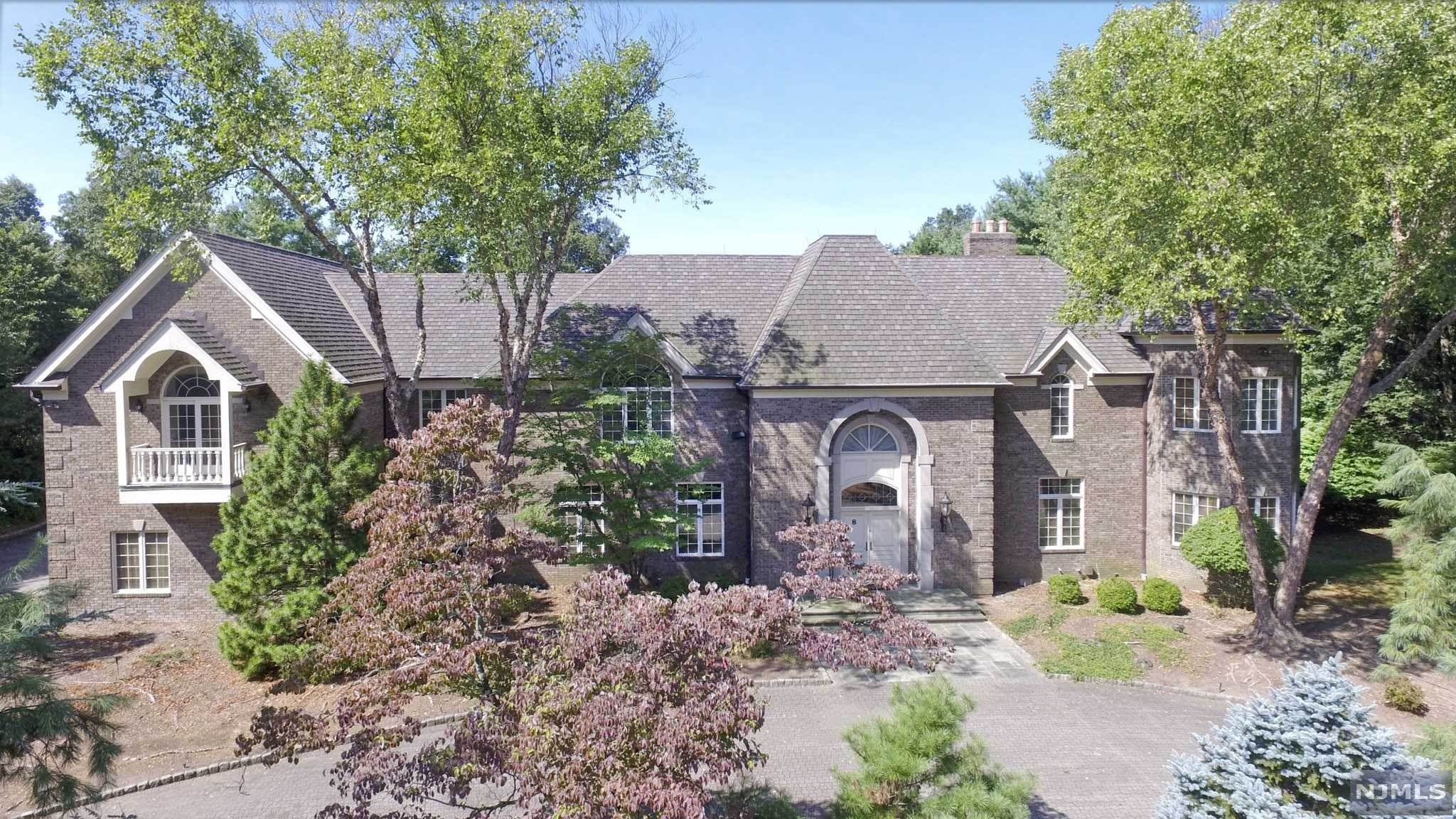5. Single Family Home for Sale at 8 Shinnecock Trail Franklin Lakes, New Jersey, 07417 United States
