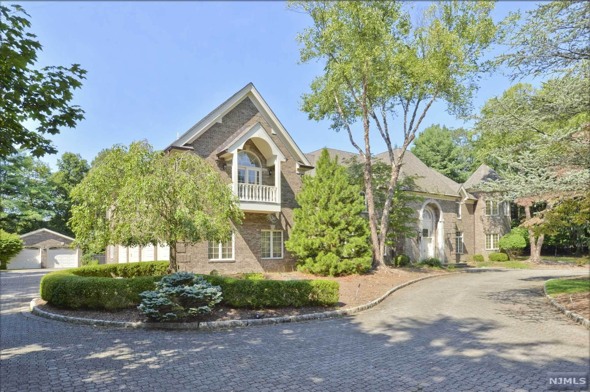 6. Single Family Home for Sale at 8 Shinnecock Trail Franklin Lakes, New Jersey, 07417 United States