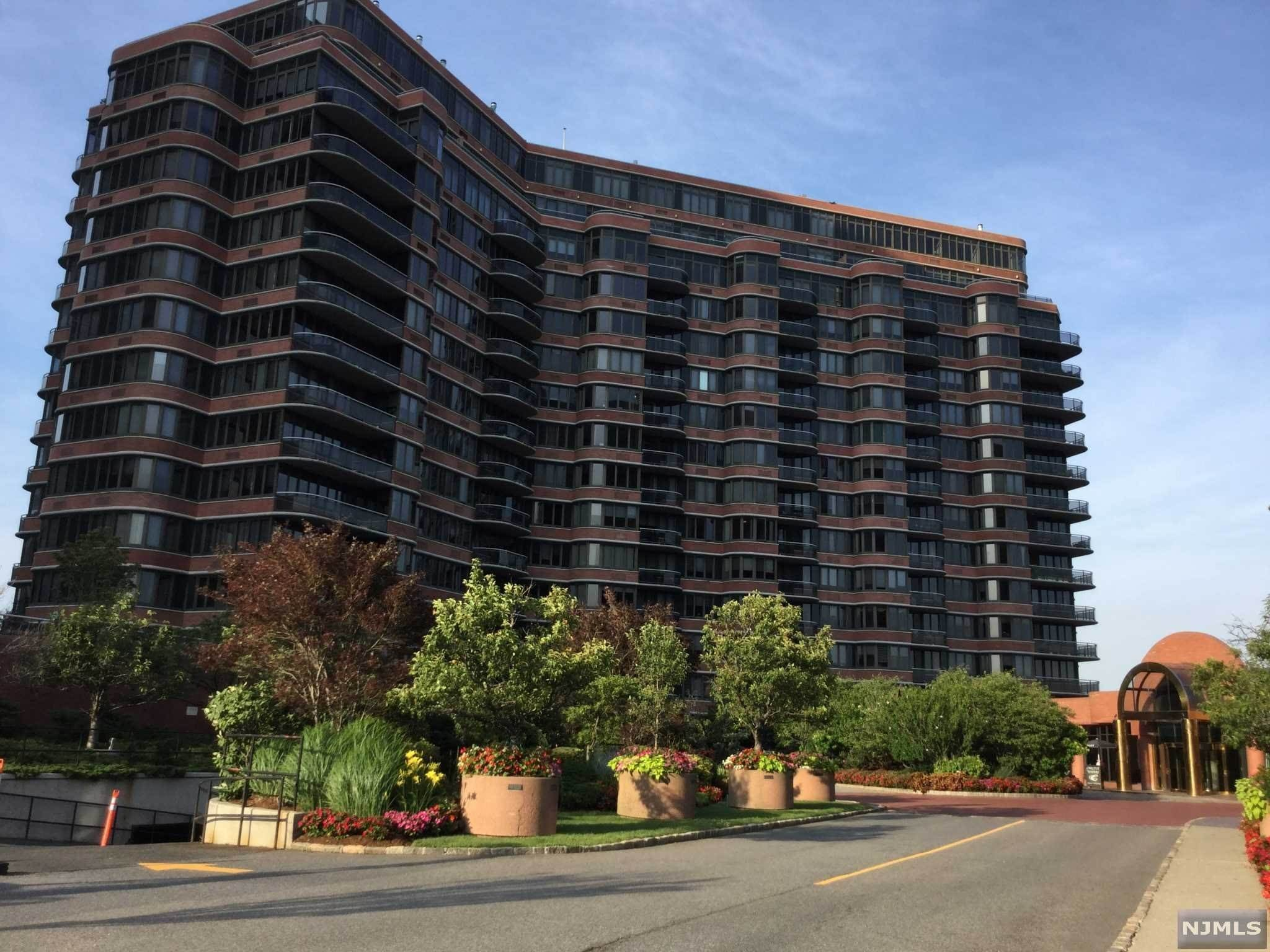 Rental Communities for Rent at 100 Carlyle Drive #N07D Cliffside Park, New Jersey, 07010 United States