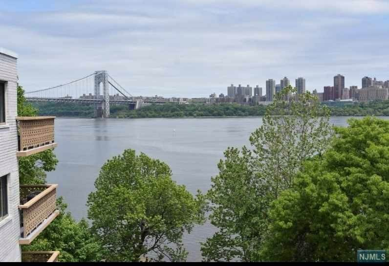 19. Rental Communities for Rent at 1375 River Road Edgewater, New Jersey, 07020 United States