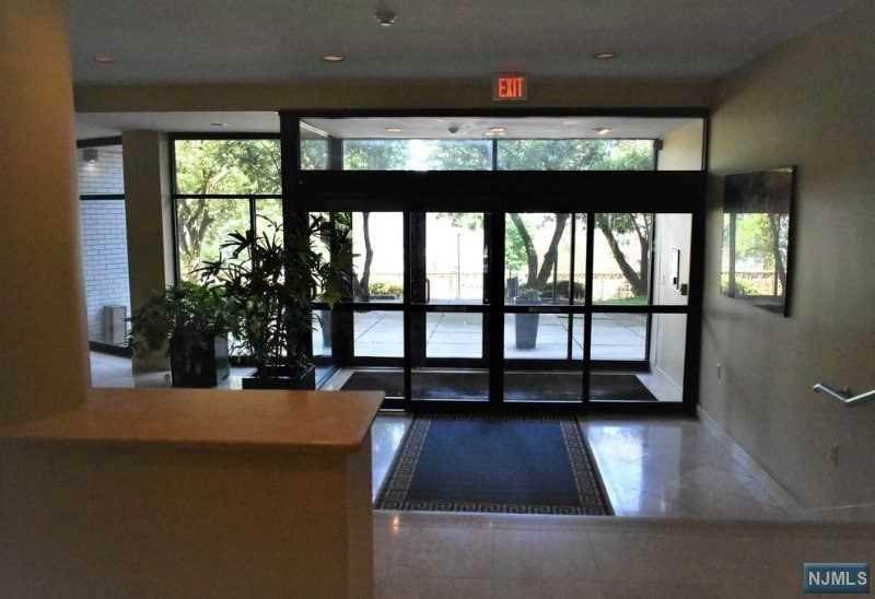22. Rental Communities for Rent at 1375 River Road Edgewater, New Jersey, 07020 United States