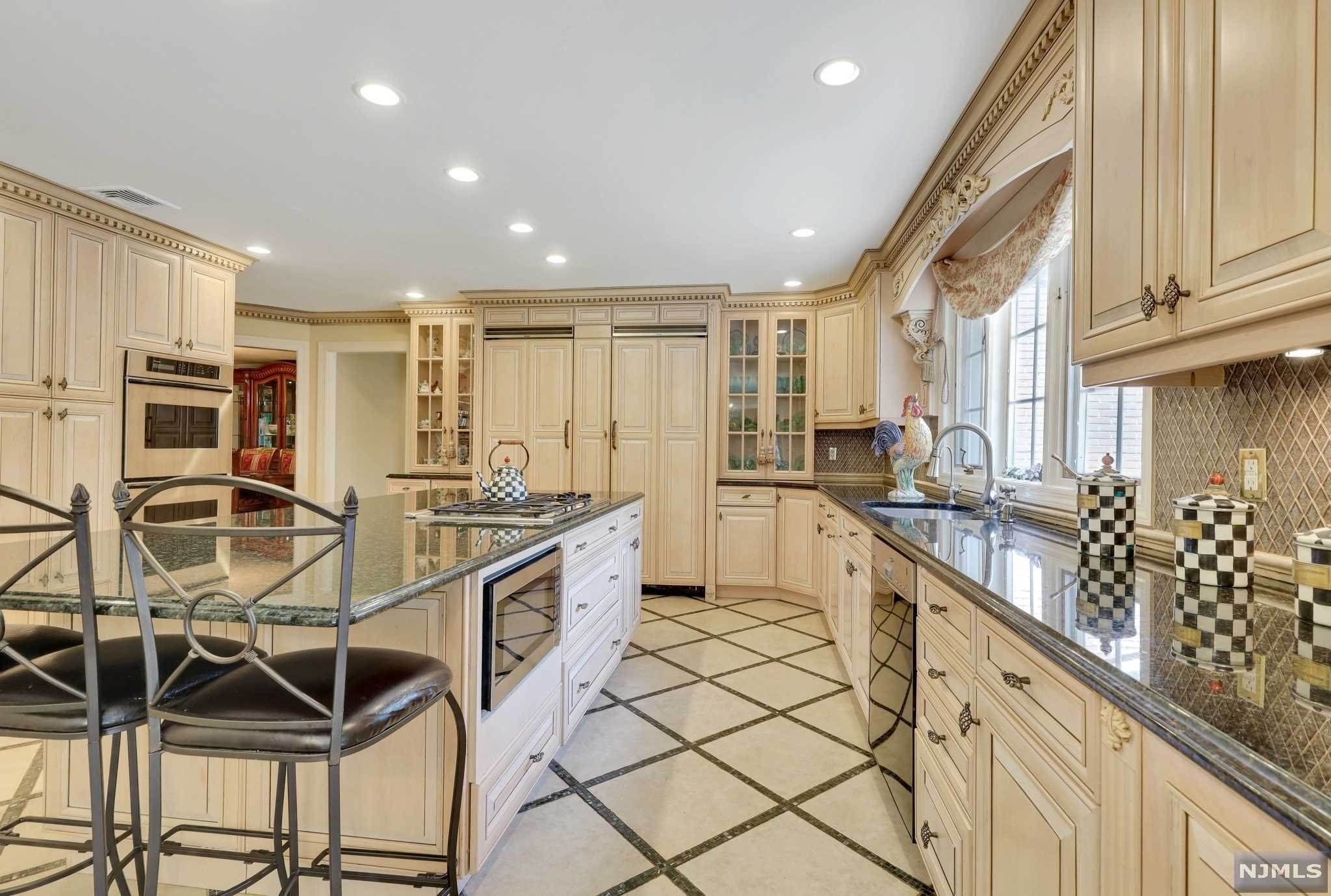 11. Single Family Home for Sale at 687 Butternut Drive Franklin Lakes, New Jersey, 07417 United States