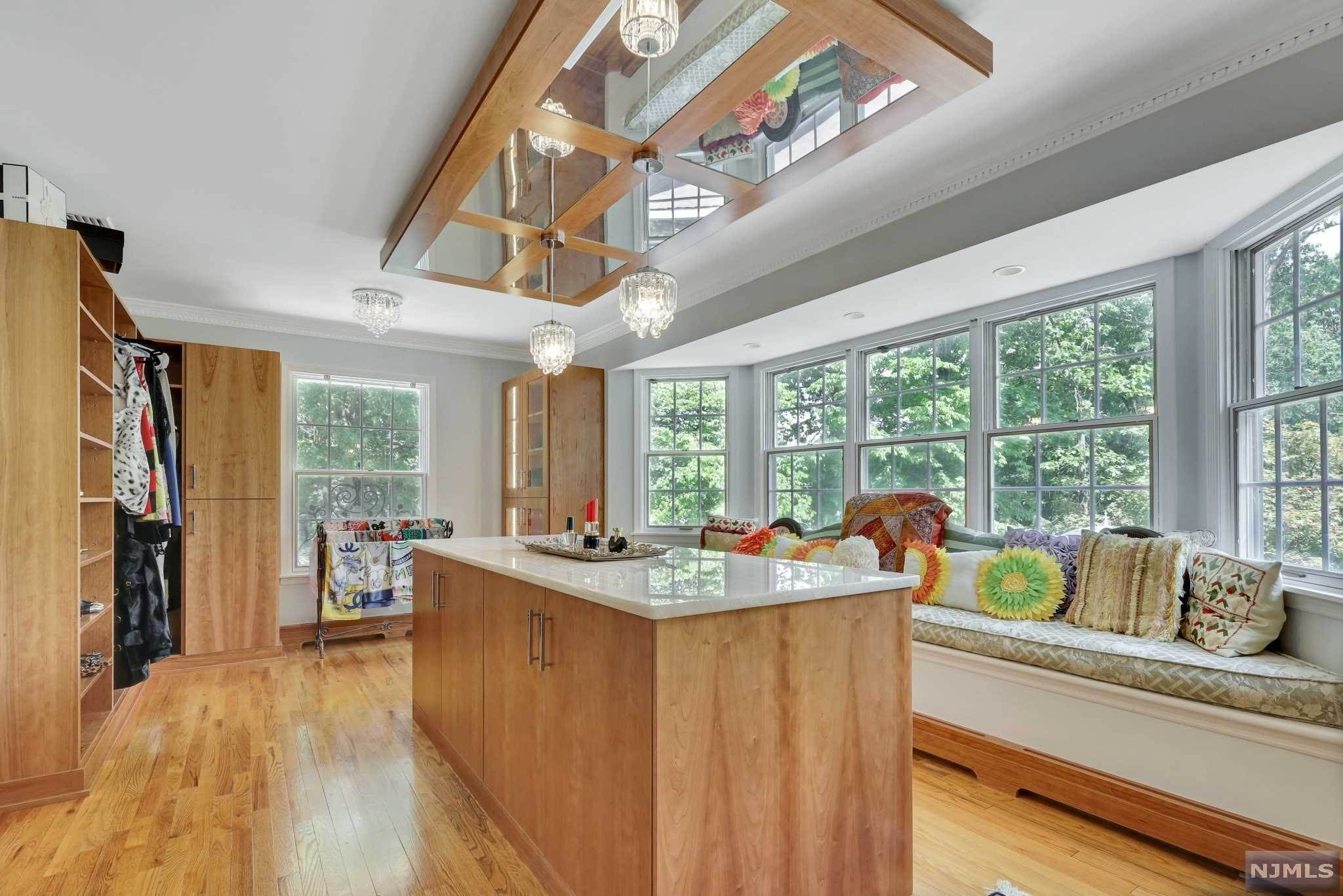 17. Single Family Home for Sale at 687 Butternut Drive Franklin Lakes, New Jersey, 07417 United States