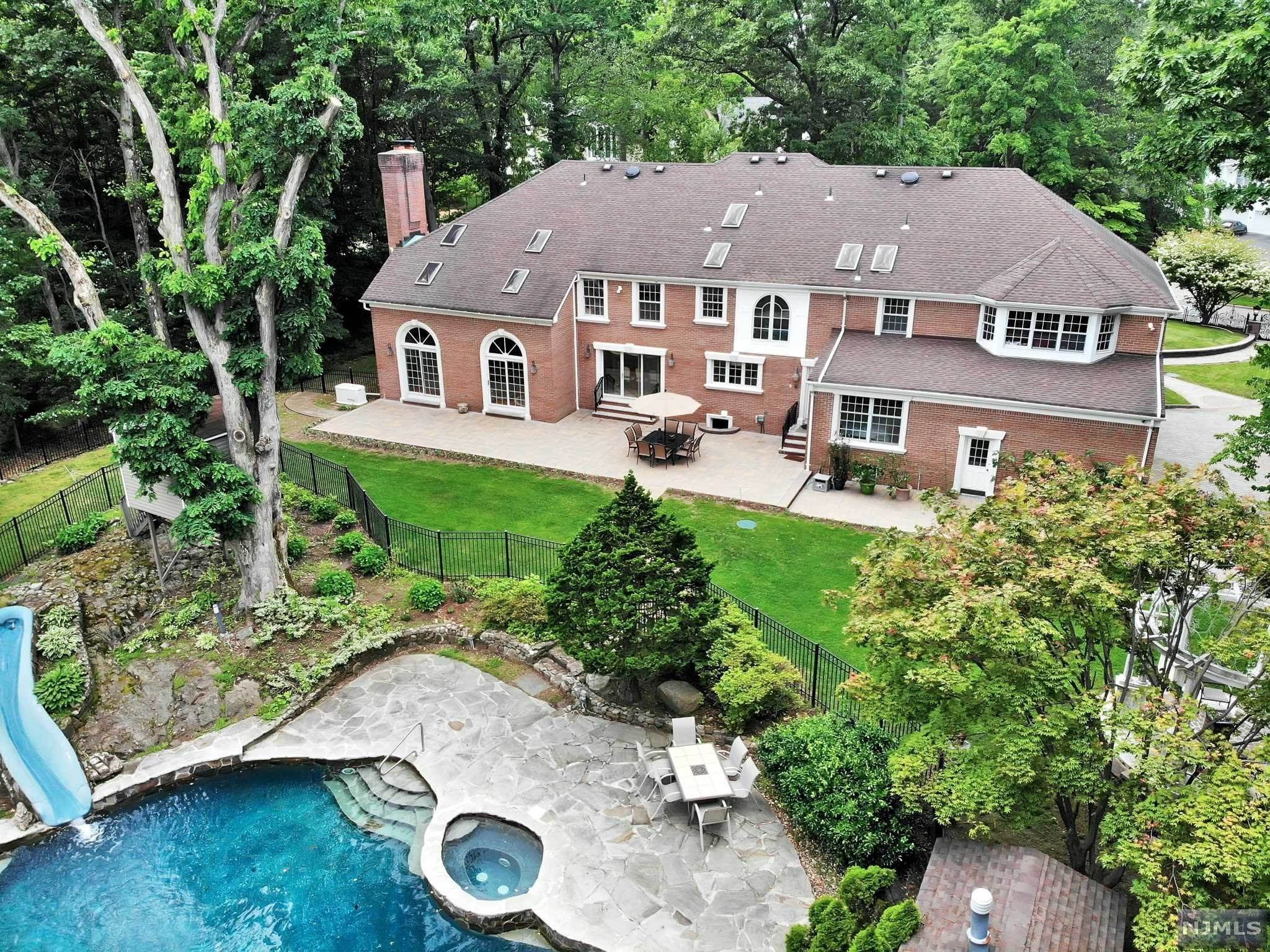 2. Single Family Home for Sale at 687 Butternut Drive Franklin Lakes, New Jersey, 07417 United States