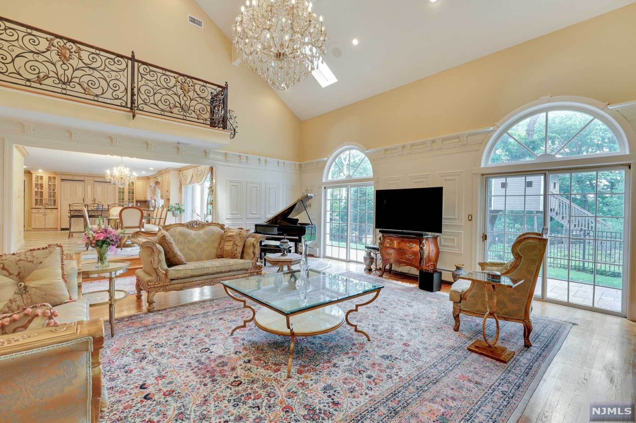 4. Single Family Home for Sale at 687 Butternut Drive Franklin Lakes, New Jersey, 07417 United States