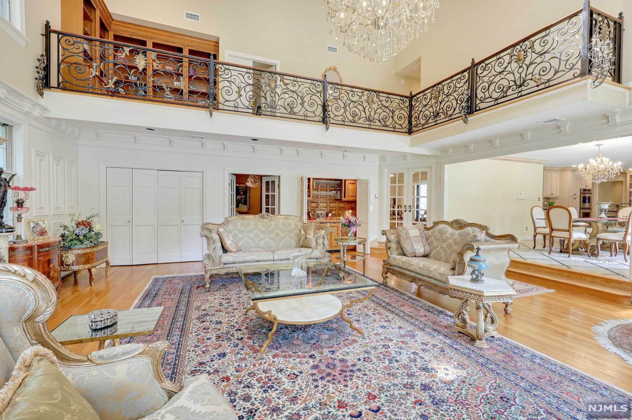 5. Single Family Home for Sale at 687 Butternut Drive Franklin Lakes, New Jersey, 07417 United States