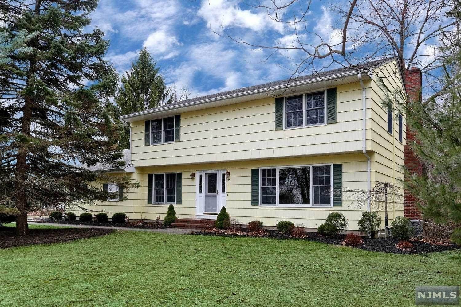 Single Family Home for Sale at 15 Holly Court Woodcliff Lake, New Jersey, 07677 United States