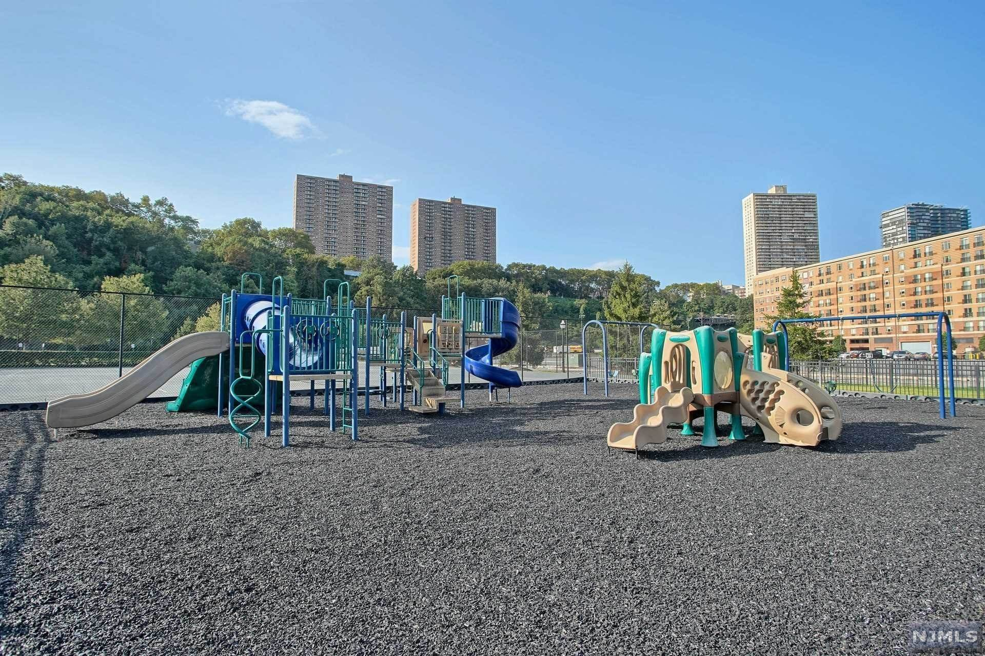 16. Rental Communities for Rent at 24 AVENUEAT PORT IMPERIAL #427 West New York, New Jersey, 07093 United States