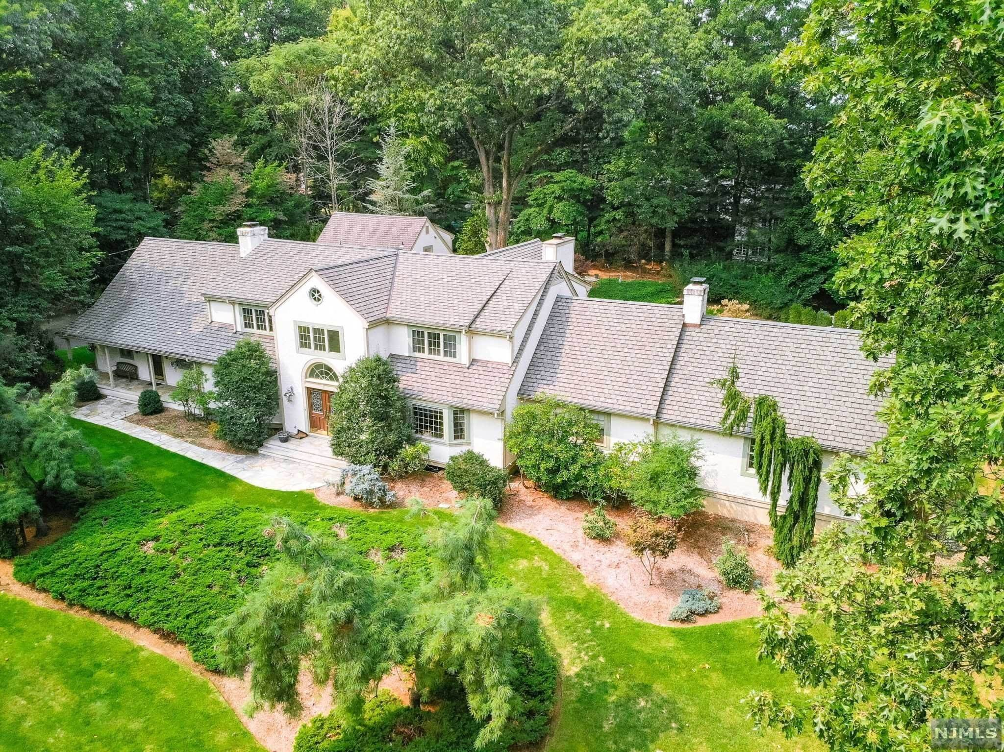 Single Family Home for Sale at 895 Mohawk Road Franklin Lakes, New Jersey, 07417 United States