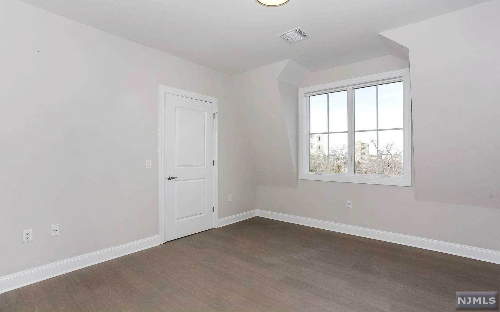 8. Rental Communities for Rent at 555 10th Street #305 Palisades Park, New Jersey, 07650 United States
