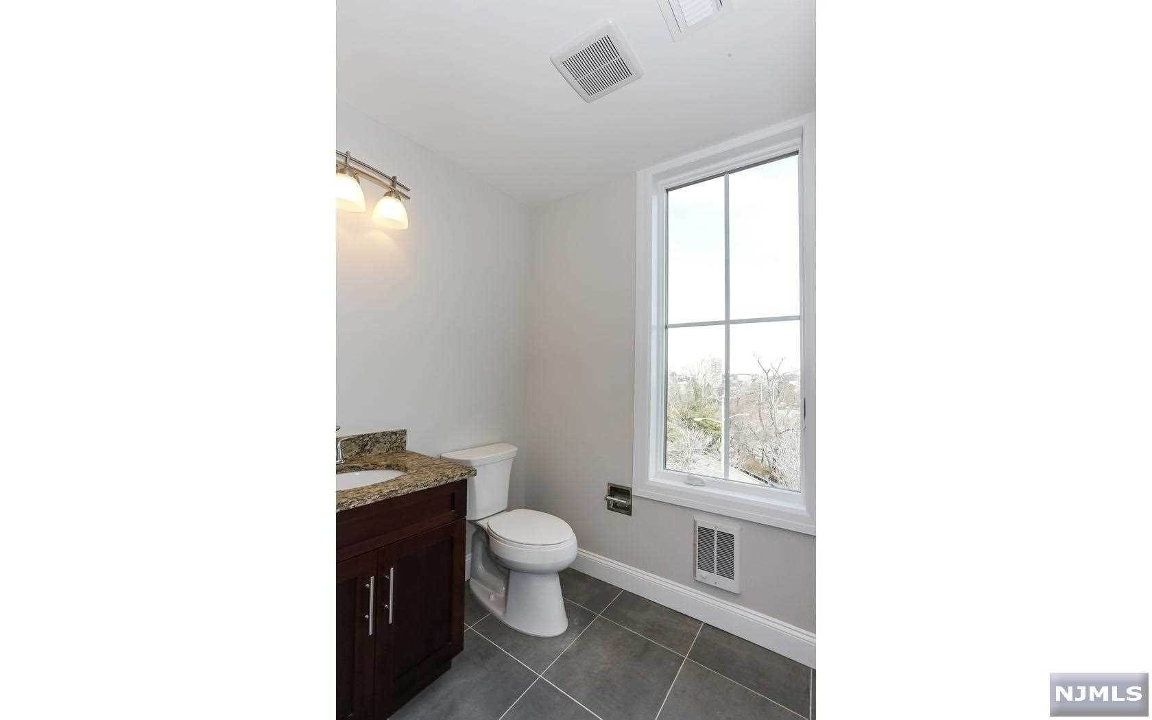 9. Rental Communities for Rent at 555 10th Street #305 Palisades Park, New Jersey, 07650 United States