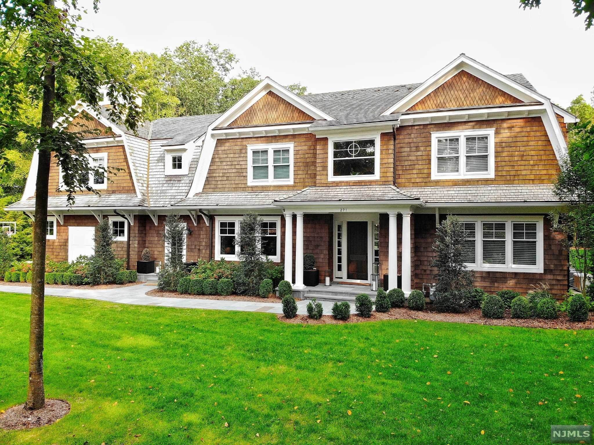 2. Single Family Home for Sale at 271 Crest Place Franklin Lakes, New Jersey, 07417 United States