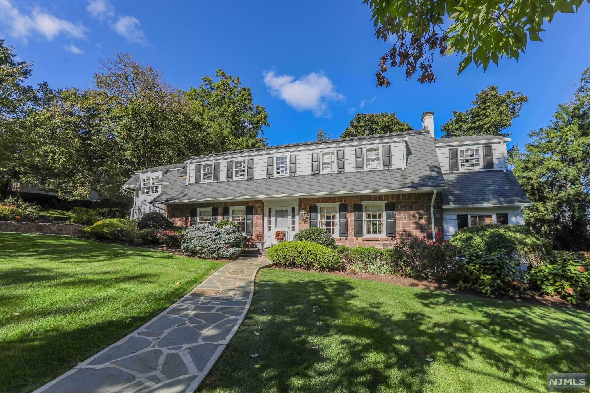Single Family Home for Sale at 317 Greenway Road Ridgewood, New Jersey, 07450 United States