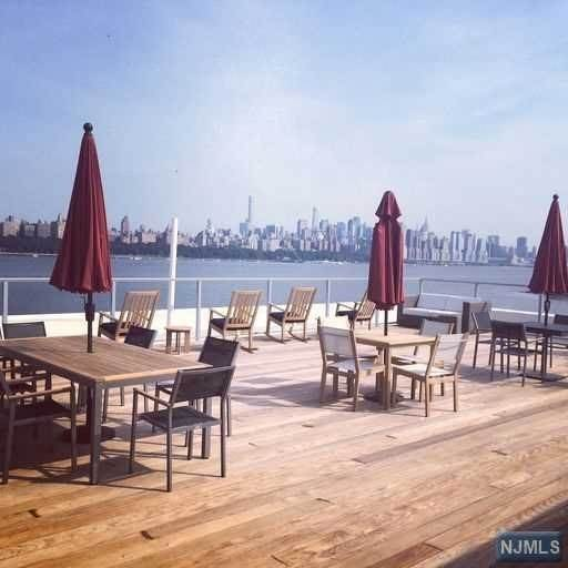 18. Condominium for Sale at 9 Somerset Lane #417 Edgewater, New Jersey, 07020 United States