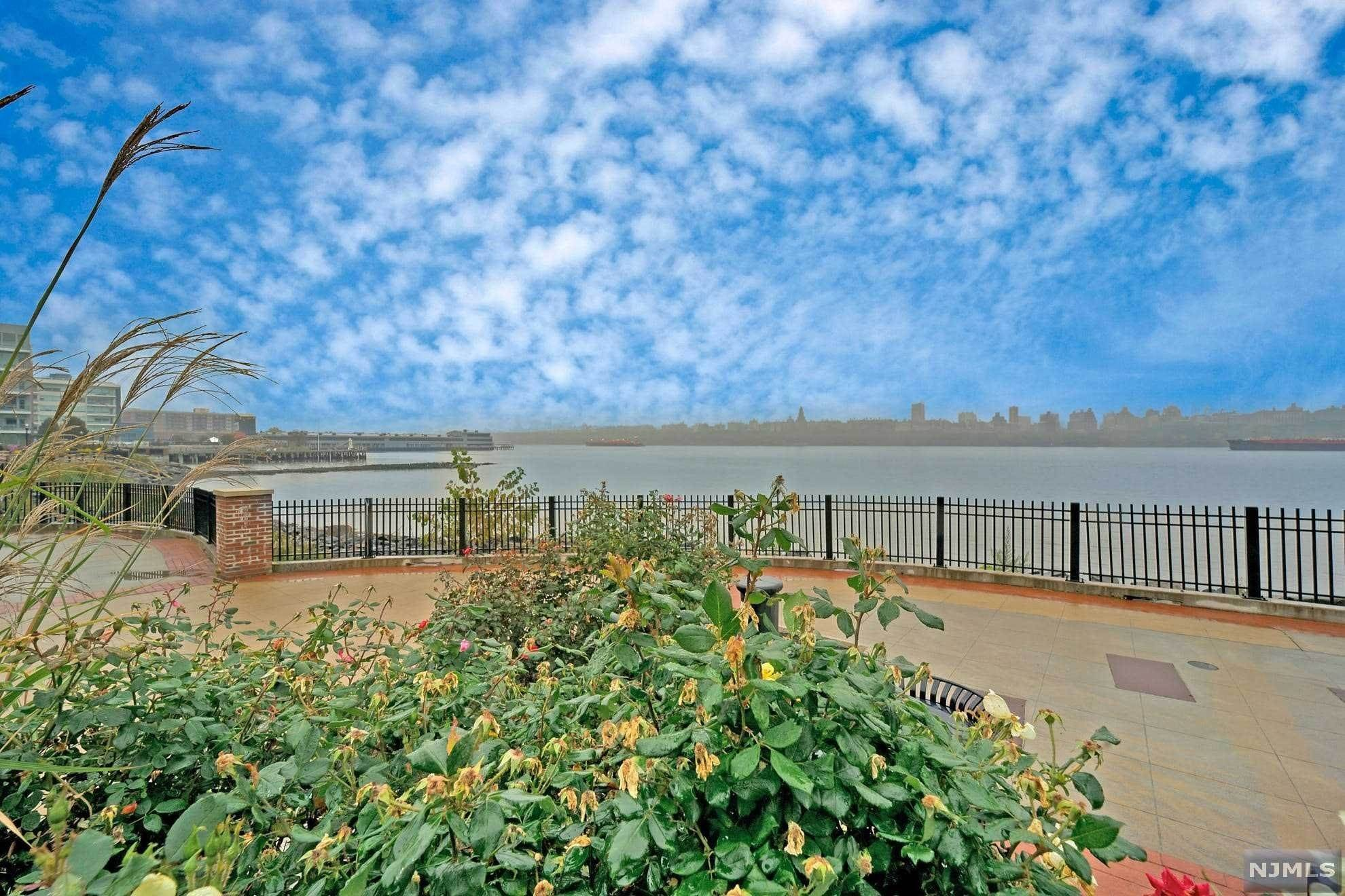 2. Condominium for Sale at 9 Somerset Lane #417 Edgewater, New Jersey, 07020 United States