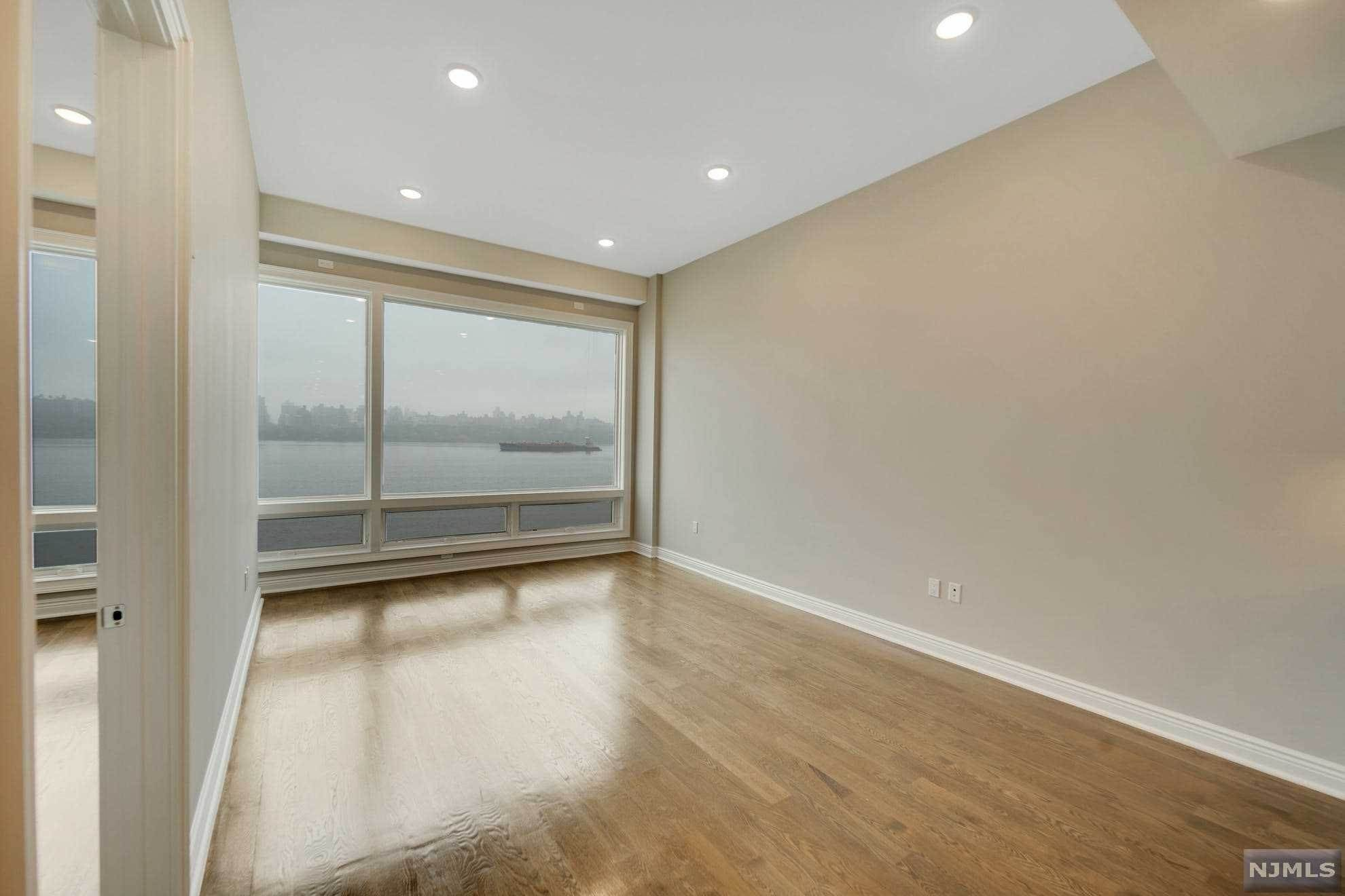 6. Condominium for Sale at 9 Somerset Lane #417 Edgewater, New Jersey, 07020 United States