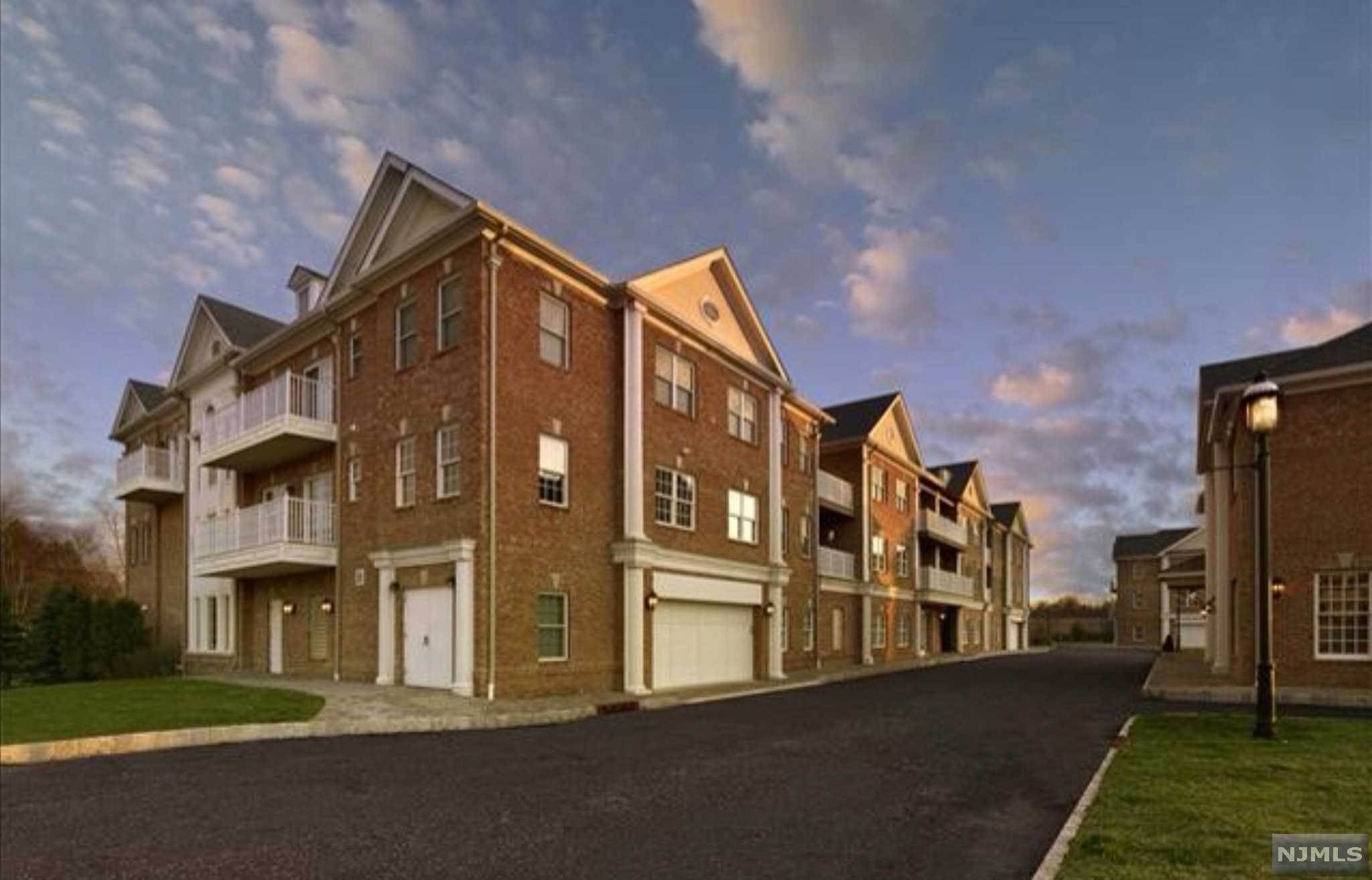 11. Condominium for Sale at 156 Rio Vista Lane #156 Northvale, New Jersey, 07647 United States