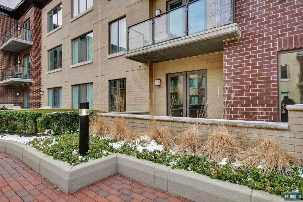20. Rental Communities for Rent at 250 Henley Place #311 Weehawken, New Jersey, 07086 United States