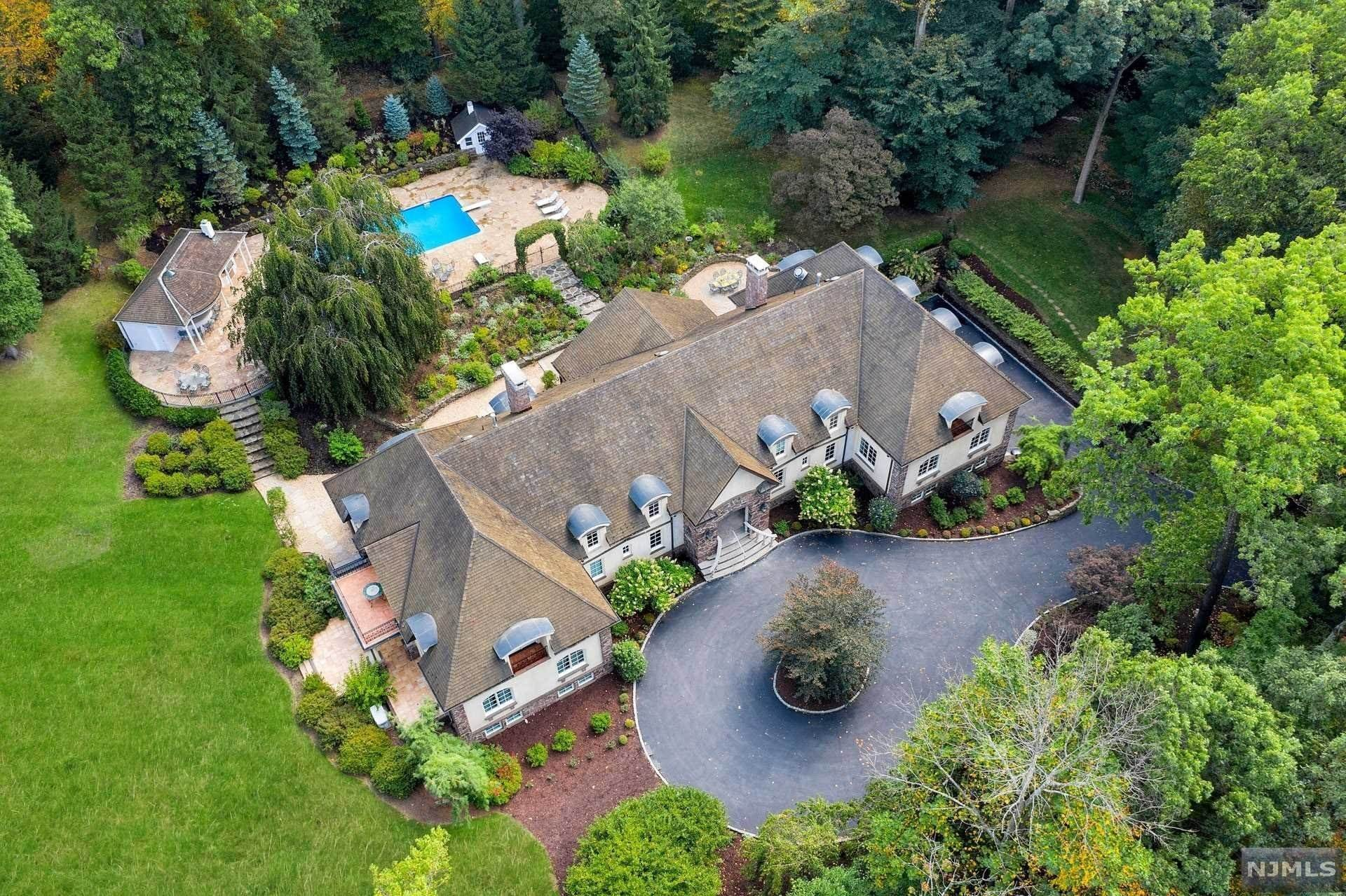 Single Family Home for Sale at 10 Boulder Road Tenafly, New Jersey, 07670 United States