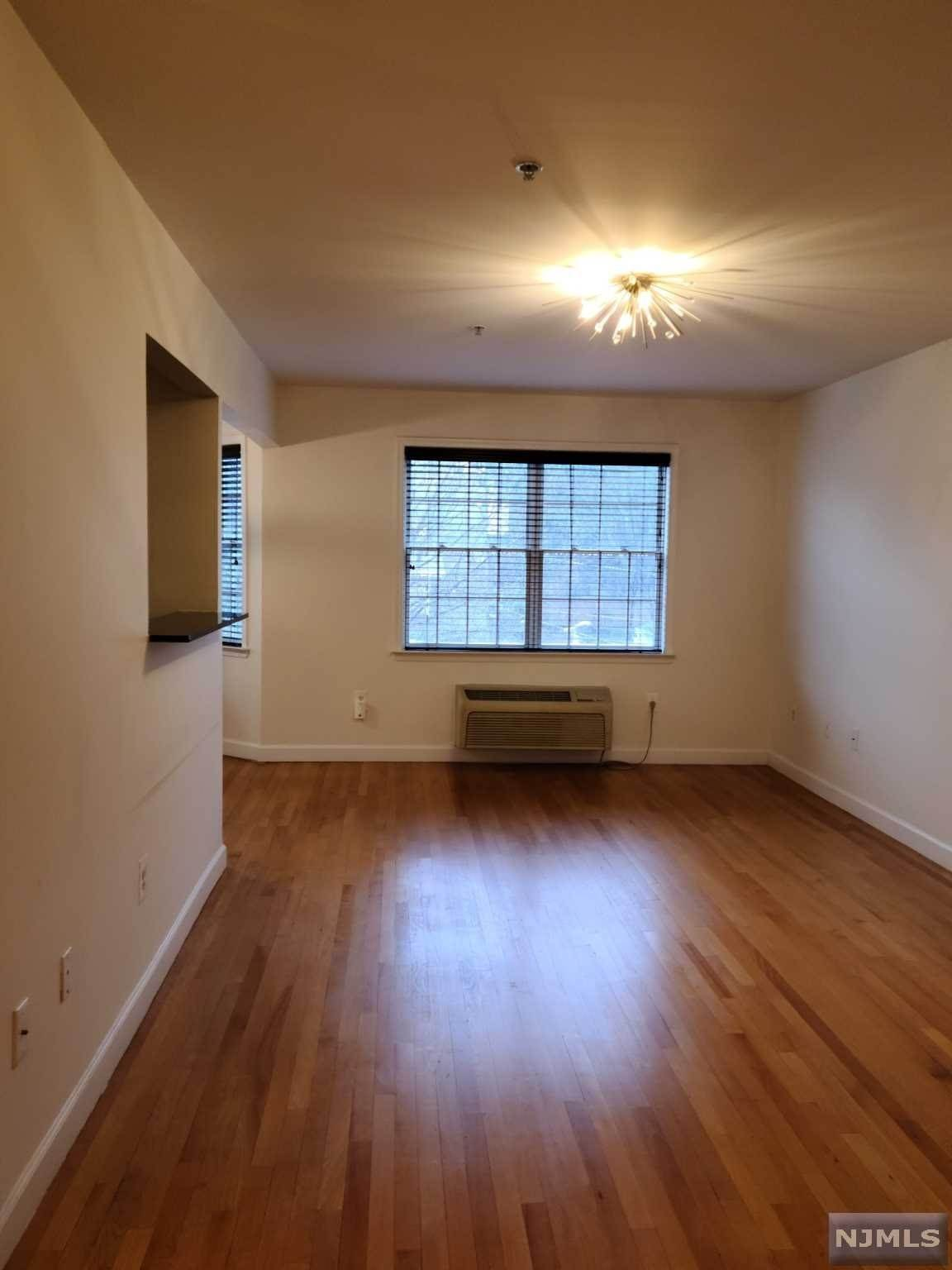 4. Rental Communities for Rent at 323 Willow Street #3M Teaneck, New Jersey, 07666 United States